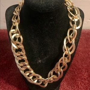 Jewelry - Gold linked chain statement necklace